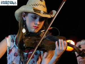 Maggie Baugh, photo, fiddle